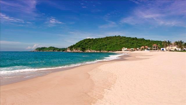 View of ocean from Chahue beach in Huatulco.